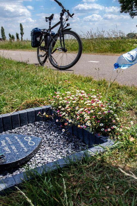 Bermmonumentje voor Millingse Lieke (11) langs Thornsestraat: 'Voor altijd in ons hart'