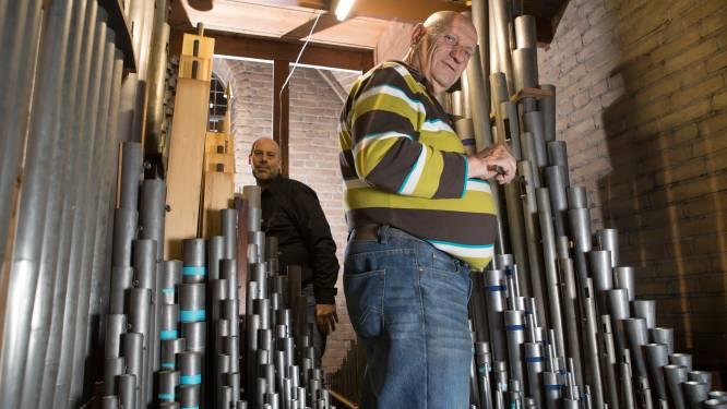 Herman knapt monumentaal orgel in Ommen op dat hij zelf wekelijks bespeelt: 'Weer genot om naar te luisteren'