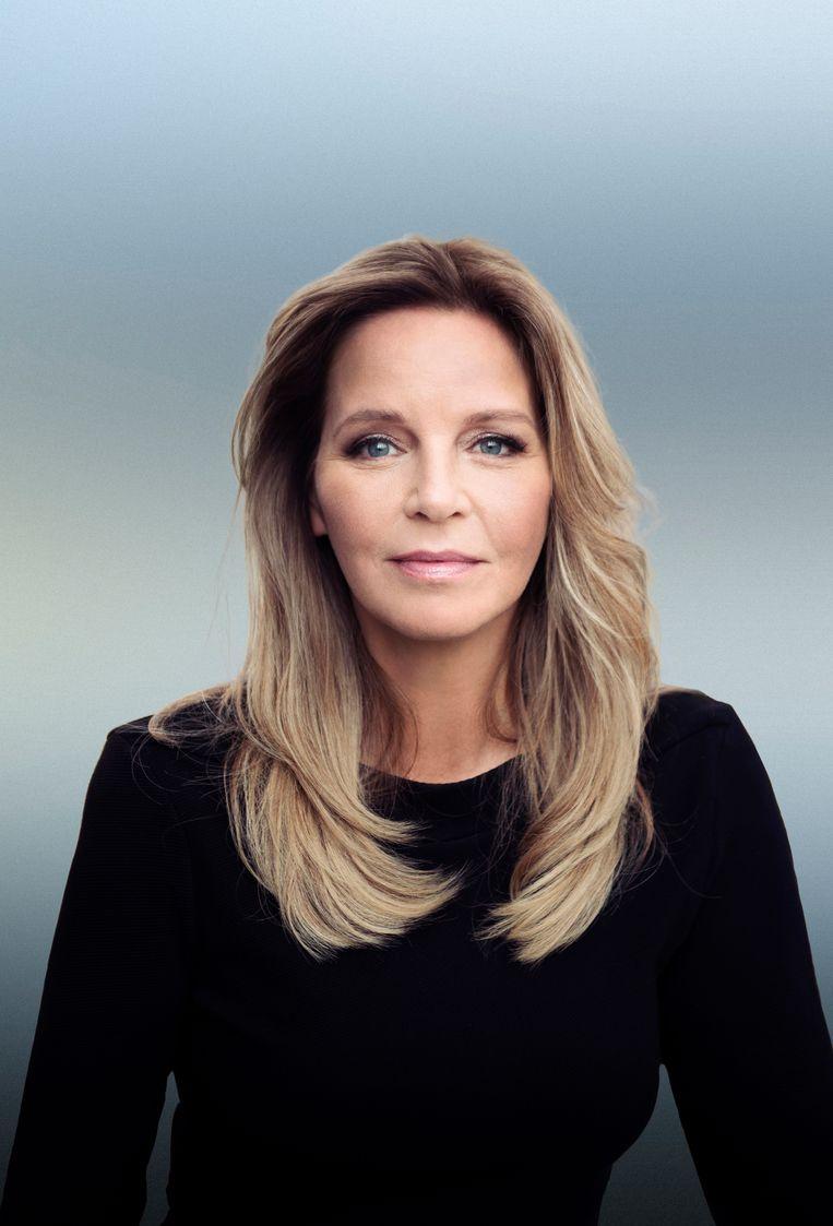 Esther Verhoef: 'Ik duik meestal van het ene in het andere schrijfproces. Daar zit hooguit een week tussen.' Beeld Mark Uyl