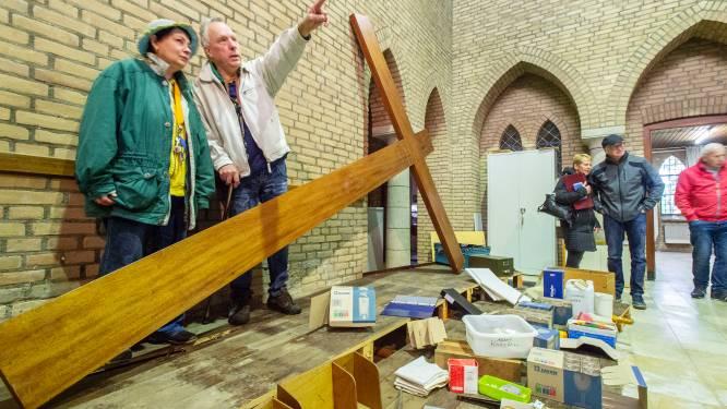 Gratis af te halen: parochianen zoeken naar pareltjes tussen overgebleven spullen Lourdeskerk in Haaksbergen