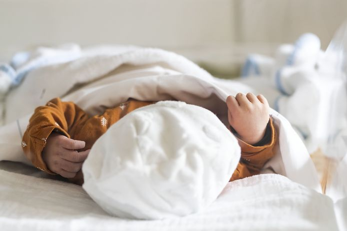 Pasgeboren baby, foto ter illustratie.