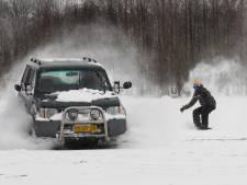 Sneeuwpret in de Achterhoek: snowboarden in de wei en met de slee achter de trekker