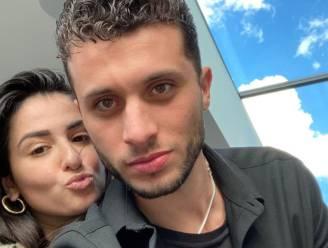 """'Temptation'-Karim in tranen op uitvaart van vriendin: """"Ik heb nog nooit in mijn leven zoveel van iemand gehouden"""""""