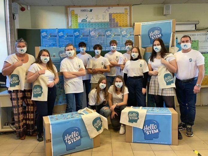 Leerlingen van 6 Techniek-Wetenschappen van Don Bosco Halle stelden vijf STEM-boxen samen.