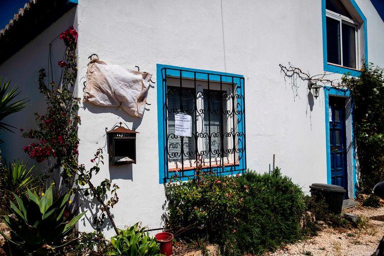In dit huis bij Praia da Luz  zou de verdachte verbleven hebben toen Madeleine McCann in 2007 verdween.  Beeld AFP