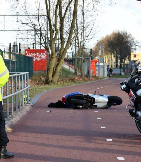 Scooterrijder ernstig gewond na ongeval: F35 bij Enschede tijdelijk afgesloten