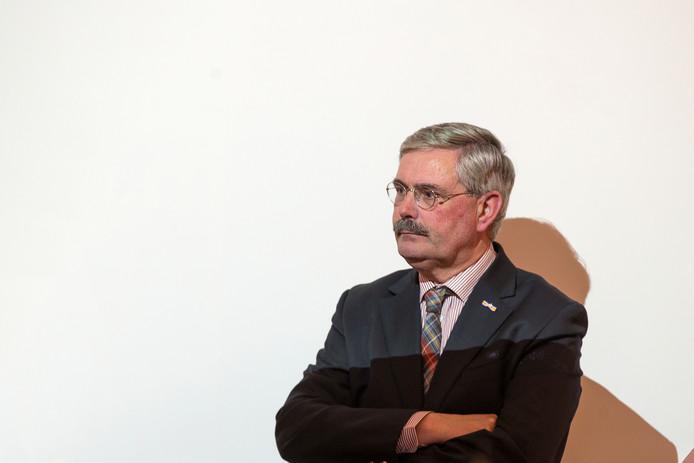Scheidend burgemeester Aat de Jonge van Dronten.
