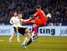 Schalke-doelman imiteert Schumacher met kungfu-actie