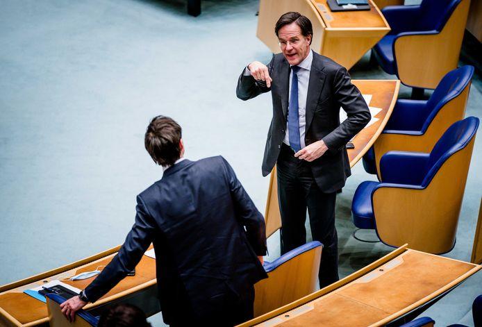 Mark Rutte (VVD) en Wopke Hoekstra (CDA) tijdens het debat over de mislukte formatieverkenning.