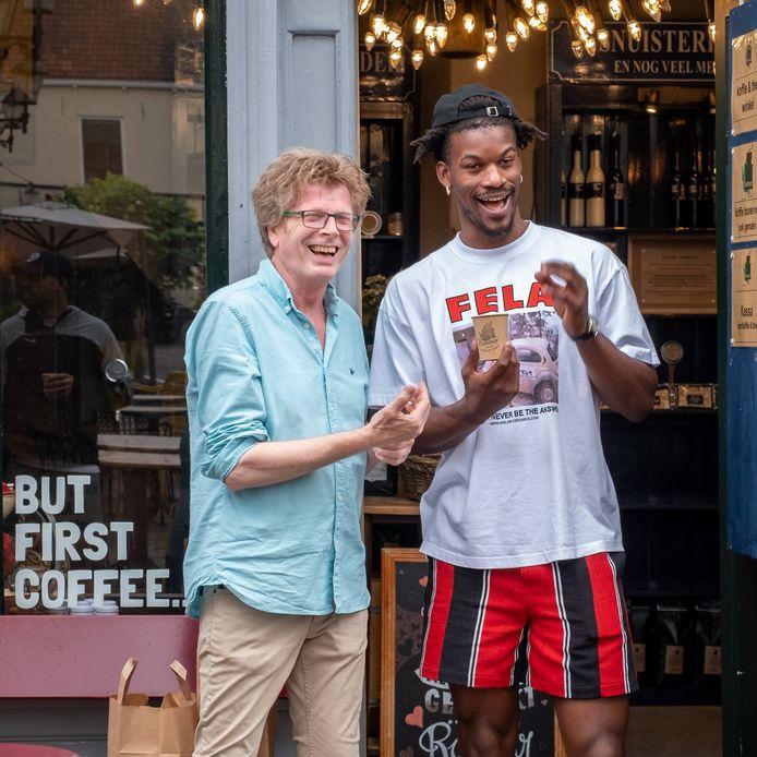Jimmy Butler, NBA basketbalster uit de Verenigde Staten, kwam speciaal voor de koffie van Roemar koffiebranderij naar Deventer.