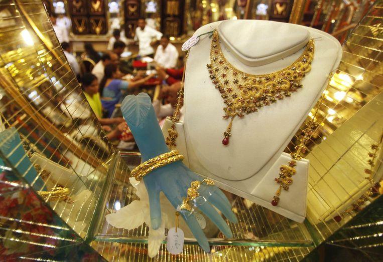 De winkel waar ze goud koopt in Allahabad. Beeld null