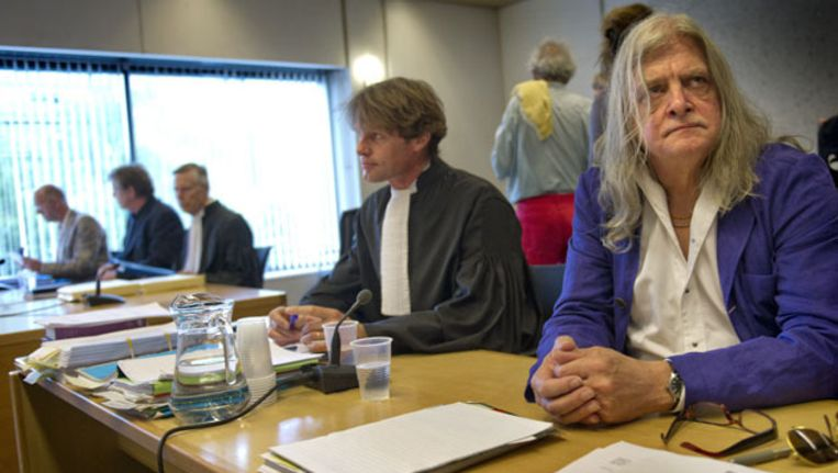 Joop Schafthuizen, de levenspartner van de in 2006 overleden schrijver Gerard Reve, met zijn advocaat mr. Olaf Trojan vorig jaar in de rechtszaal Beeld ANP