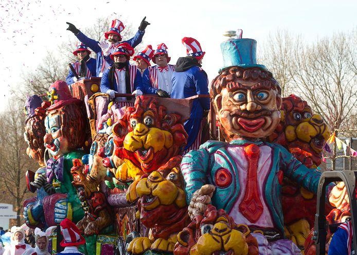 De carnavalsoptocht in Braamt start een uur vroeger (12.11 uur) vanwege de verwachte storm. In principe gaat de verkorte optocht door, laat de organisatie weten. Archieffoto: Theo Kock