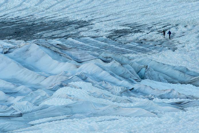 Gletsjers bevatten informatie over vulkaanuitbarstingen, stormen en vervuiling. Gletsjeronderzoek kan zo een belangrijke bijdrage leveren aan historisch onderzoek.
