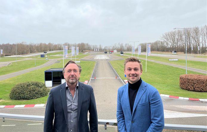 Eric Tolboom en Indy Dontje op het verkeerscentrum in Lelystad.