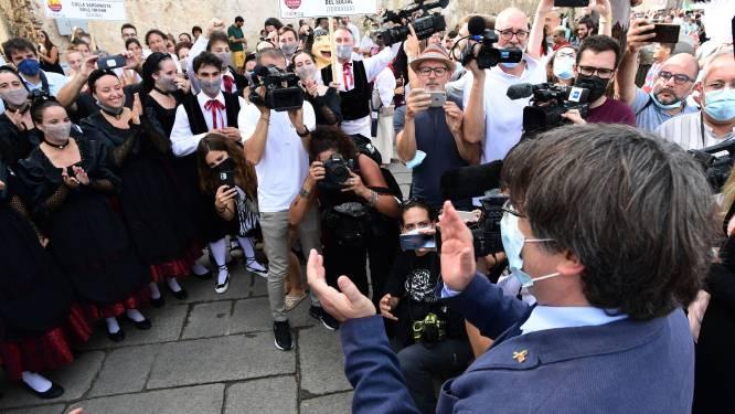Puigdemont viert vrijlating op straat in Sardinië, keert mogelijk zondag terug naar België