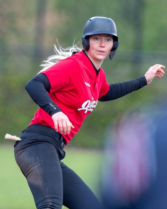 Laura Wissink van het Amersfoortse Quick in actie tegen het Twentse Tex Town Tigers, afgelopen zaterdag.