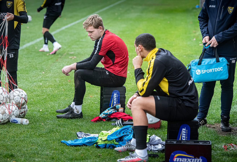 Reservekeeper Bram Verbong zit er twee dagen na de grootste nederlaag in de clubhistorie nog wat sip bij.