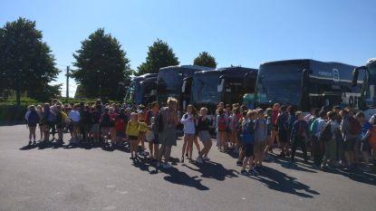 Schoolbus van De Sleutelbos raakt betrokken bij zwaar verkeersongeval: motorrijder in levensgevaar