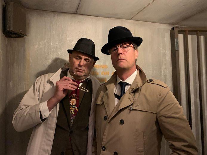 Edo Gerbrands (links) vormt met Duco Hendriks van coverband Talentloos het inspecteursduo van een hilarische Haagse thriller