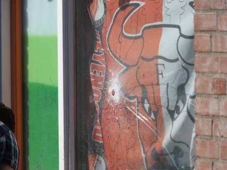 Straat afgesloten na mogelijke kogelinslag in ruit van woning Bikolaan