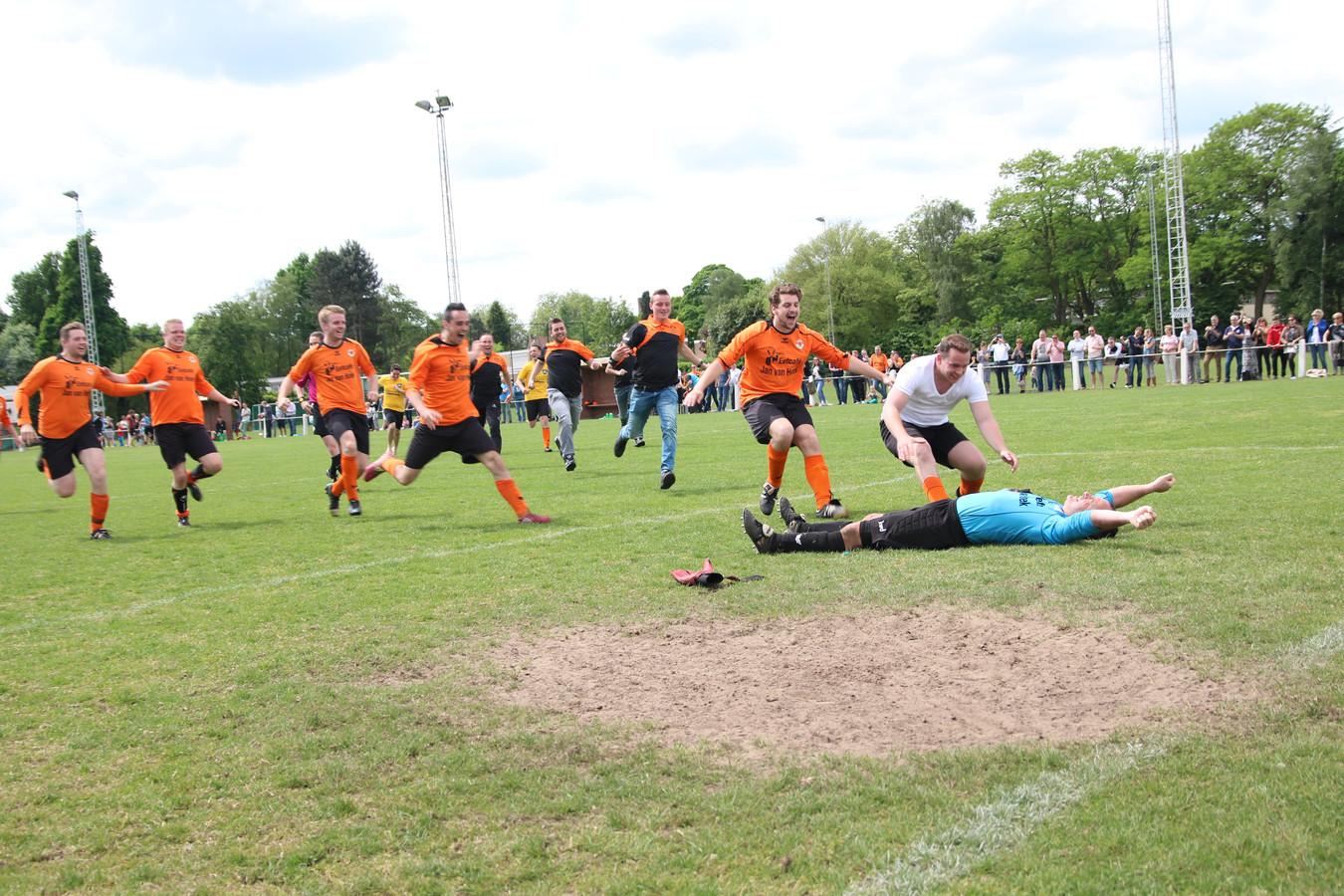 Debeij heeft net de beslissende penalty gestopt.