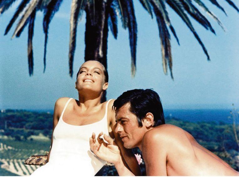Dehon met Romy Schneider op de set van La piscine (1969): 'Ik heb vijf vrouwen gehad, en ze zijn allemaal dood: dat doet iets, hoor. Romy, Mireille, Nathalie... Ik denk nog vaak aan hen en ben er zeker van dat ze over mij waken.'  Beeld Collection Christophel