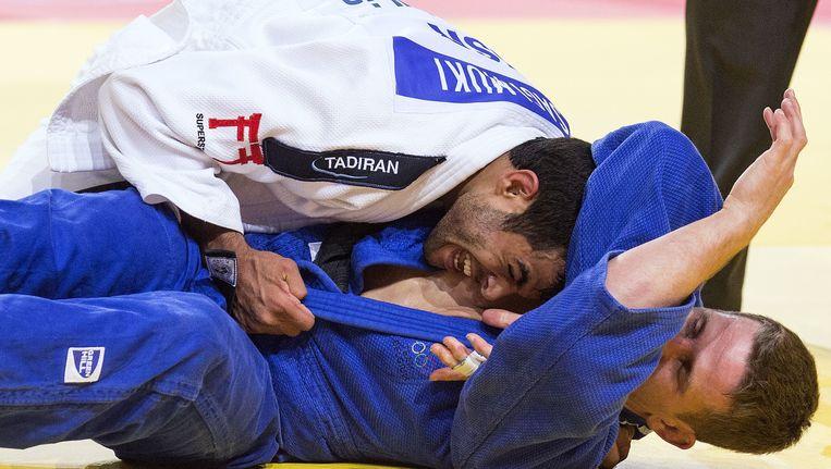 Dirk Van Tichelt, in het blauw, moest buigen voor de Israëliër Sagi Muki. Beeld AFP