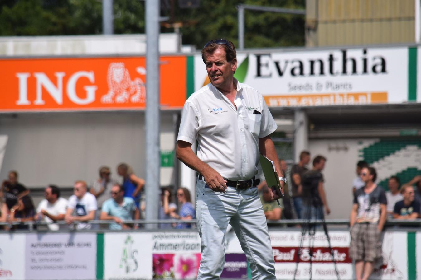 """Johan Voskamp was 18 jaar met veel plezier de trainer van het Westlands Elftal. ,,Ik zag het als een erebaan."""""""