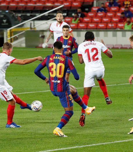 Sevilla houdt Barça op gelijkspel door goal De Jong, Dest maakt debuut in Camp Nou