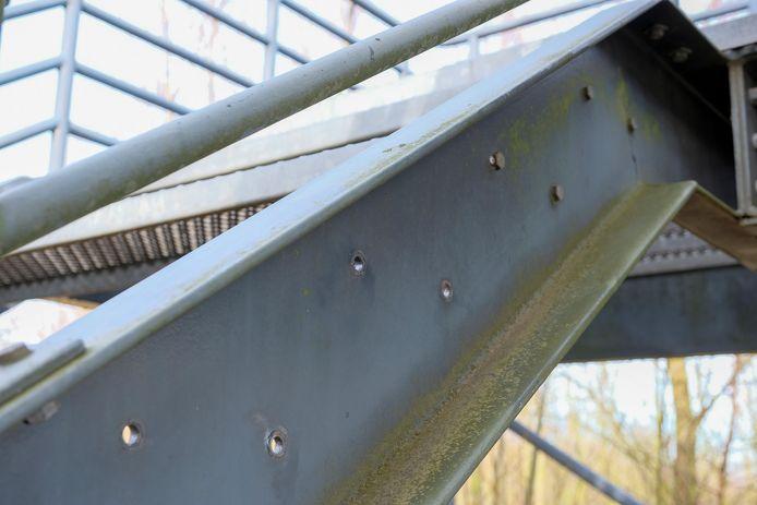 treden van metalen trap gestolen