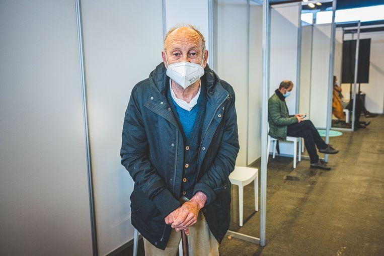 Een 85-plusser in het vaccinatiecentrum in Flanders Expo in Gent. Beeld Wannes Nimmegeers