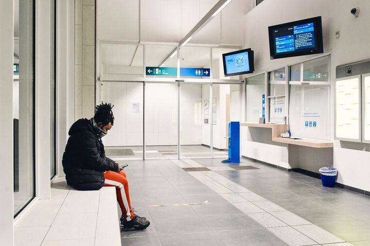 Ook in dit nieuwe stationsgebouw in Liedekerke (bouwjaar 2019) gaan de loketten dicht. Beeld Thomas Nolf