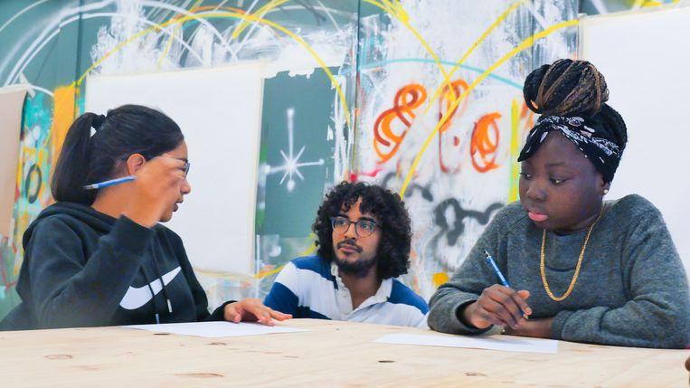 Graffitiworkshops met jongeren in Zuidoost. Beeld Brand The Urban Agency