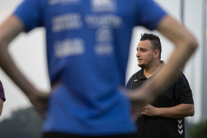 Mariënheem-trainer Ozan Ihtiyar hoopt ooit de eredivisie te halen als trainer. ,,Kan dat? Ja, dat kan wel.''