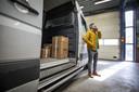 Ahmed Hastemir in de werkplaats van Mach Transport in Oldenzaal.