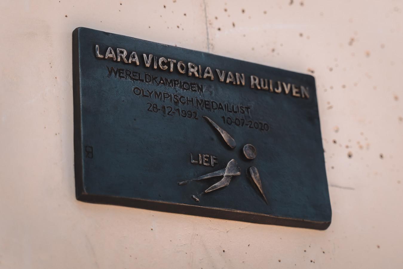 De plaquette van Lara van Ruijven.