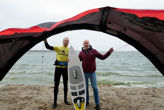 Roel Tieges (links) en Andre Roessen tillen hun plannen voor een watersportcentrum naar volgend jaar.