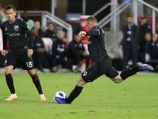 Wayne Rooney on fire met heerlijke vrije trap