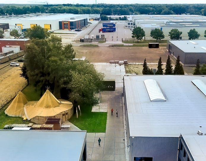 Door de aankoop van het aangrenzende terrein aan de Protonweg, achter TriStar, is het bedrijfsterrein ongeveer verdubbeld in grootte.