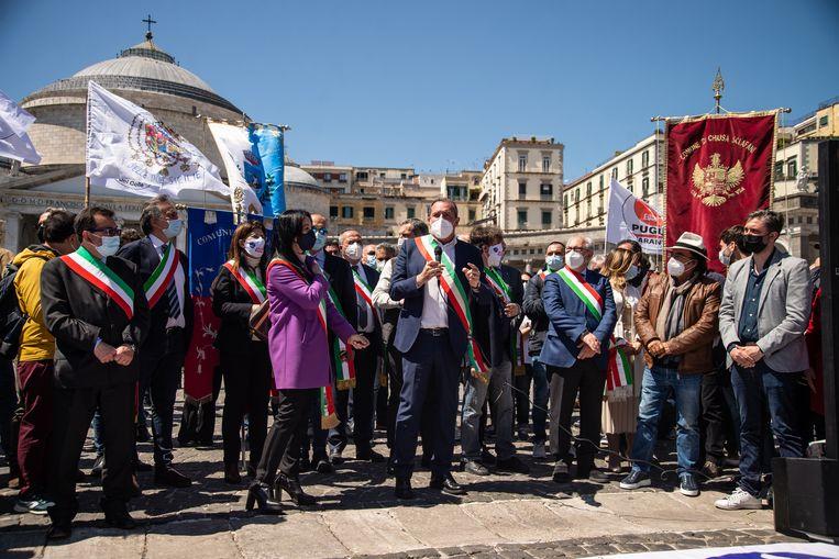 Een protest in Napels over het herstelplan, dat volgens sommige zuidelijke burgemeesters teveel gericht zou zijn op het noorden van Italië.  Beeld Getty Images