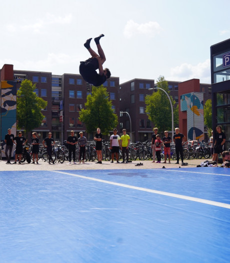 Freerunners zien in Lübeckplein in Zwolle de ideale trainingsplek