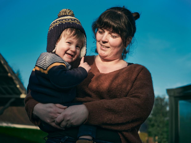 Tine Van de Velde, single mama van Eli: 'Mijn kind is mijn wereld, en de liefde die ik van hem krijg is genoeg.' Beeld Joris Casaer