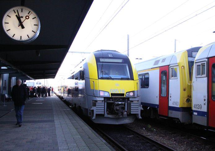 Trein in het station van Mol.