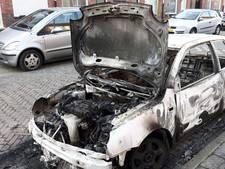 Auto uitgebrand in Eindhoven: vuur vermoedelijk aangestoken