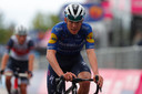 Remco Evenepoel komt als vierde over de finish in de zesde rit van de Giro. (Nog) net niet genoeg voor de roze trui, zo zal even later blijken.