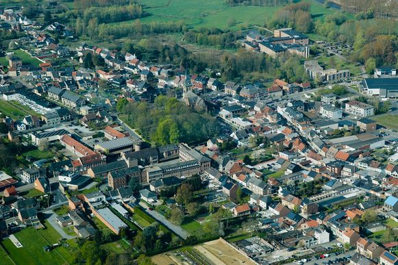 Een luchtbeeld van het centrum van Liedekerke.