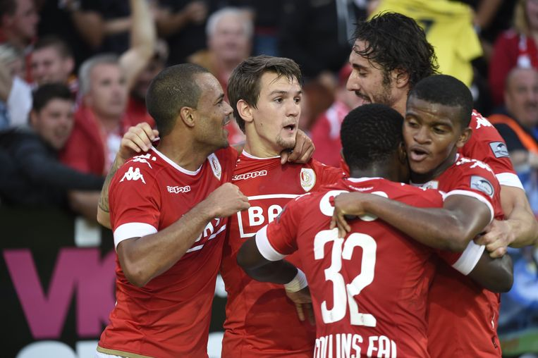 LOKEREN  -  SEPTEMBER 18, 2016 :   Benito Raman forward of Standard Liege celebrates with teammates after scoring pictured during Jupiler Pro League match between KCS Lokeren OV  and Standard of Liege  on September 18, 2016 in Liege, Belgium ( Photo by Philippe Crochet / Photonews *** Beeld Photo News