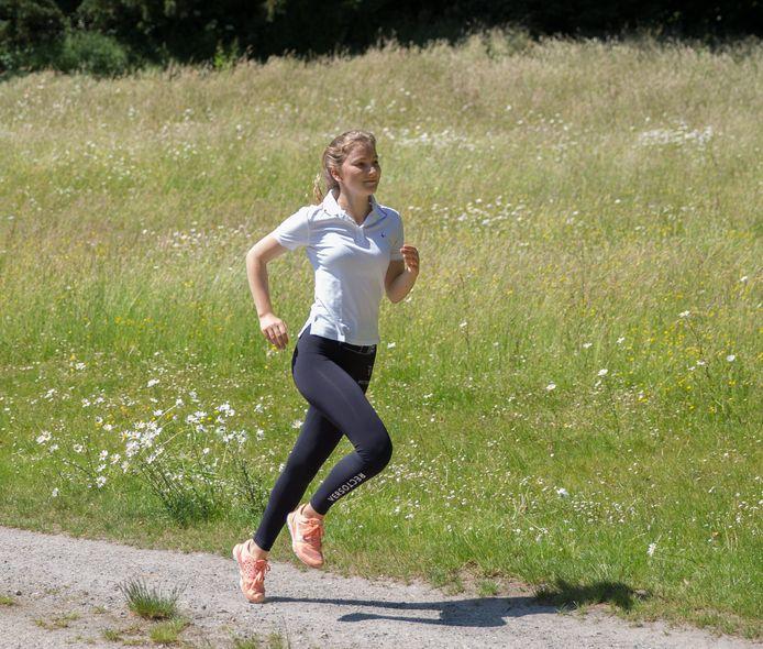 Prinses Elisabeth in een sportoutfit, met een legging van het hippe Belgische merk RectoVerso.