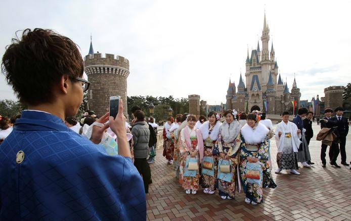 Het uit 1983 stammende Disneyland Tokyo trekt beduidend meer bezoekers dan het zusterpark in Parijs. Vorig jaar kwamen er 16,6 miljoen bezoekers langs.